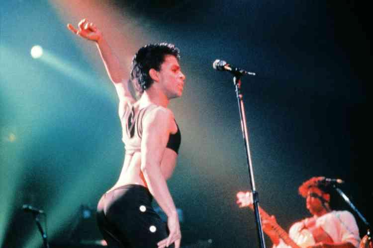 Le 25 août 1986, lors d'un concert au Zénith de Paris.