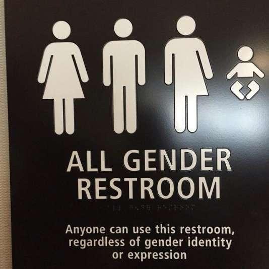 Panneau de toilettes ouvertes à «tous les genres».