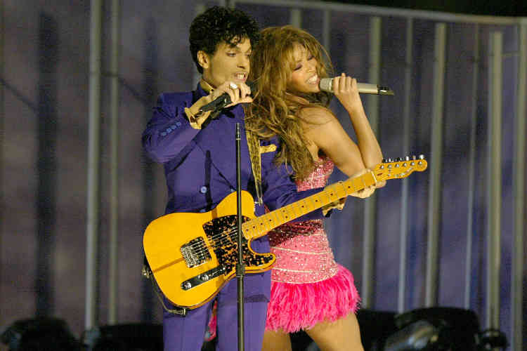 En 2004, le chanteur s'est produit en duo avec la star de la pop Beyoncé Knowles à l'occasion des Grammy Awards, à Los Angeles.