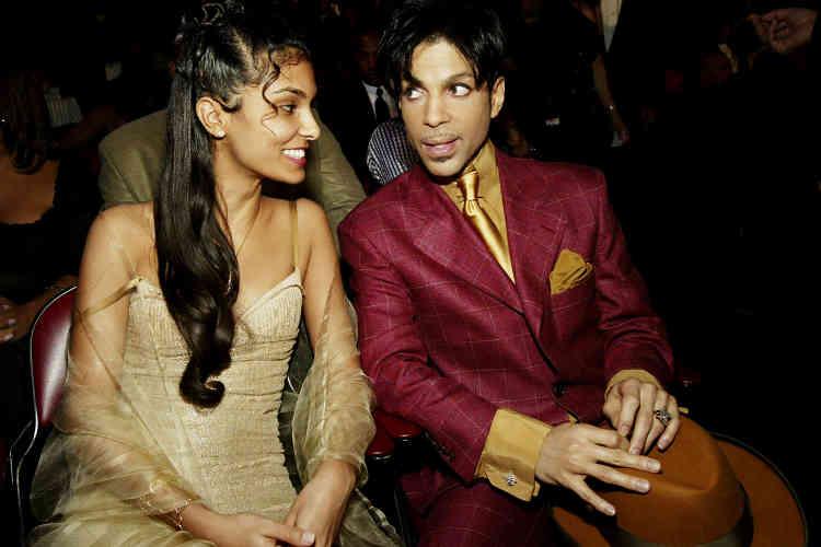 Alors qu'il avait commencé une série de concerts, Prince (ici avec son ex-femme Manuela Testolini en 2004) avait aussi annoncé le mois dernier qu'il allait publier ses Mémoires, dont son éditeur prédit qu'ils seront « anticonformistes ».