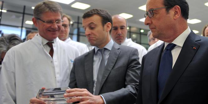 Emmanuel Macron et François Hollande, à l'occasion d'un déplacement à Chartres, le 21 avril.