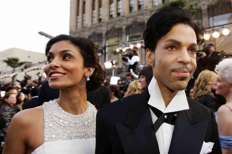 Le 27 février 2005, Prince et sa femme de l'époque Manuela Testolini, arrivent à la 77e cérémonies des Oscars, à Los Angeles.