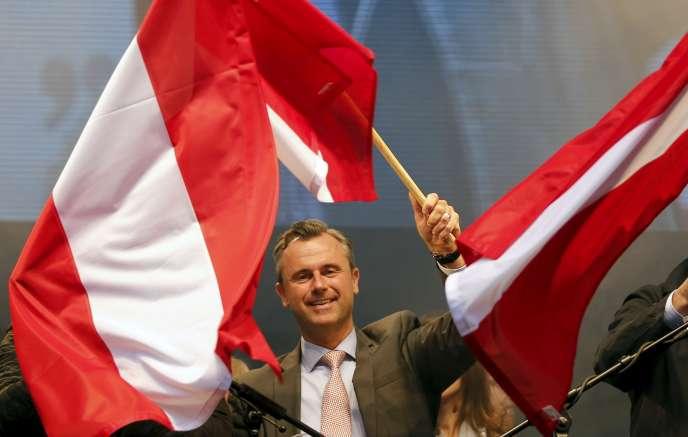 Le candidat du FPOe Norbert Hofer en campagne à Vienne le 22 avril.