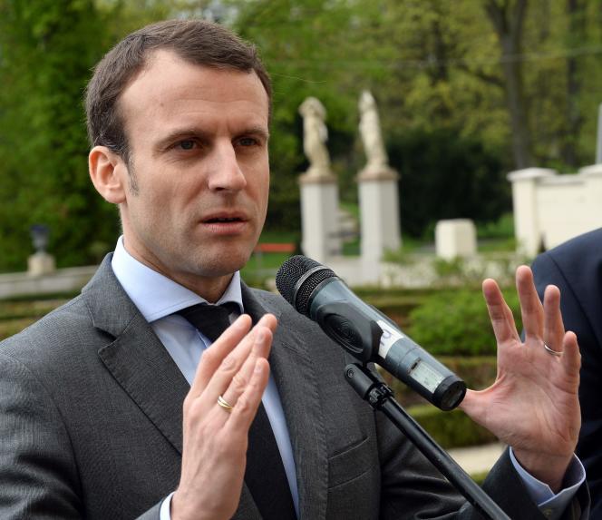 Le ministre de l'économie Emmanuel Macron le 22 avril en Pologne.