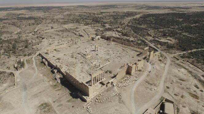 Vue aérienne du temple de Bêl, à Palmyre, avec son mur d'enceinte et une partie de la colonnade, après sa destruction par l'organisation Etat islamique.