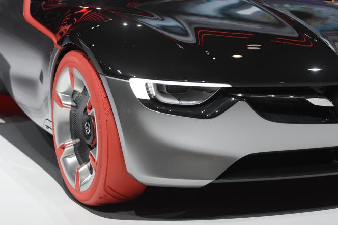 Version sport, la tendance aux roues XXL se retrouve sur l'Opel GT concept.