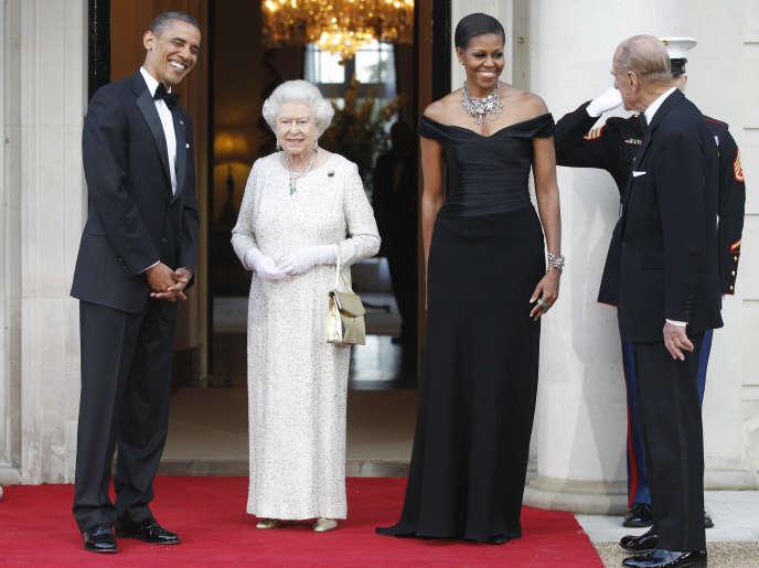 En 64 ans de règne, la reine d'Angleterre, qui déjeune avec le président Obama vendredi, a connu pas moins de 12 présidents américains.