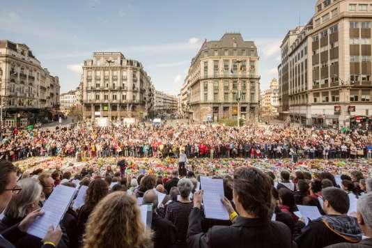 Rassemblement en hommage aux victimes des attentats de Bruxelles sur la Place de la Bourse le 3 avril 2016.