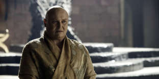 Varys (joué par Conleth Hill), personnage eunuque de la série « Game of Thrones ».