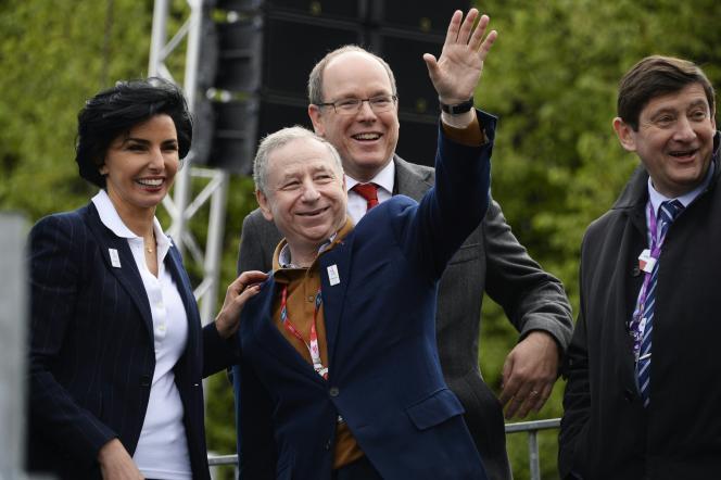 De gauche à droite :  Rachida Dati, maire du 7e arrondissement, le président de la FIA Jean Todt, le Prince Albert de Monaco et le ministre de la jeunesse et de Sports Patrick Kanner.
