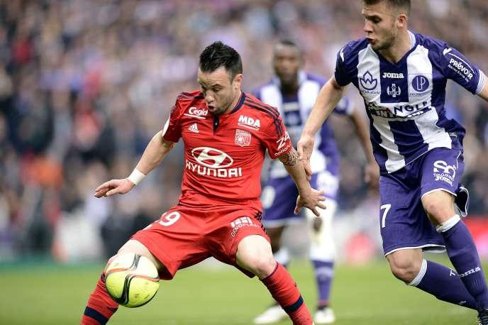 Mathieu Valbuena, titulaire côté lyonnais, est sorti du terrain avant que l'OL ne marque trois buts en vingt minutes.
