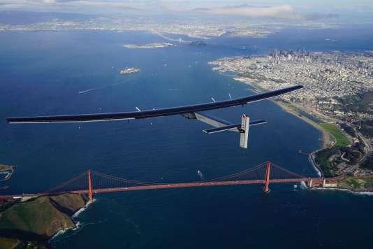 """""""Solar Impulse"""" à son arrivée dans la baie de San Francisco."""
