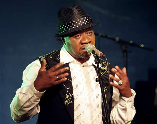 Le chanteur congolais Papa Wemba, pendant un concert au New Morning à Paris en 2006. Il est mort sur scène dans la nuit de samedi et dimanche 24 avril.