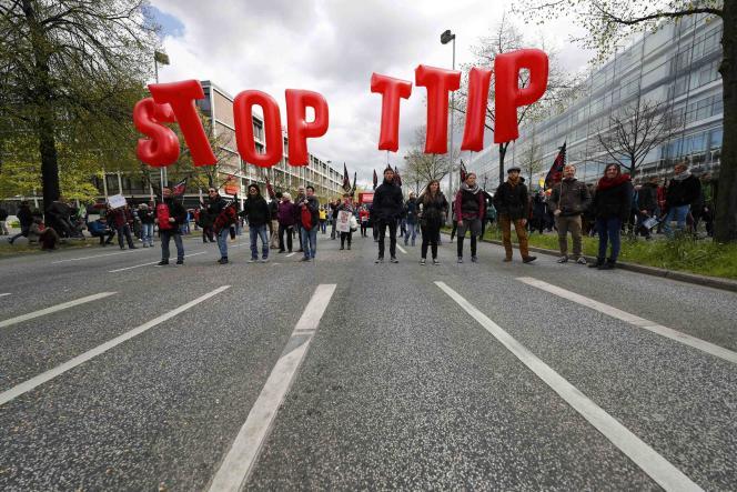 Lors d'une manifestation contre le TTIP à Hanovre en Allemagne le 23 avril 2016.