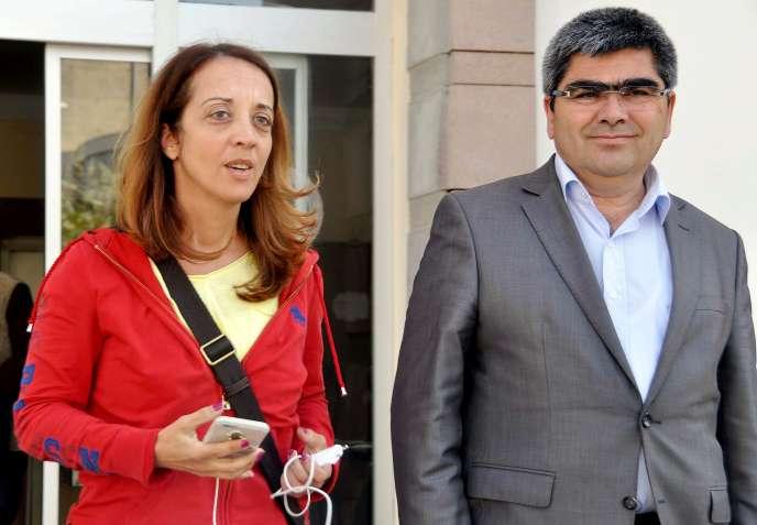 Ebru Umar et son avocat, le 24 avril.