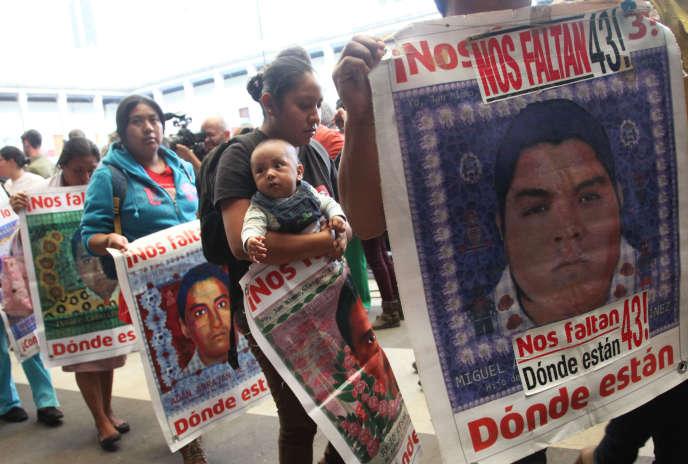 Manifestation à Mexico, le 24 avril, pour demander la vérité sur la disparition des étudiants.