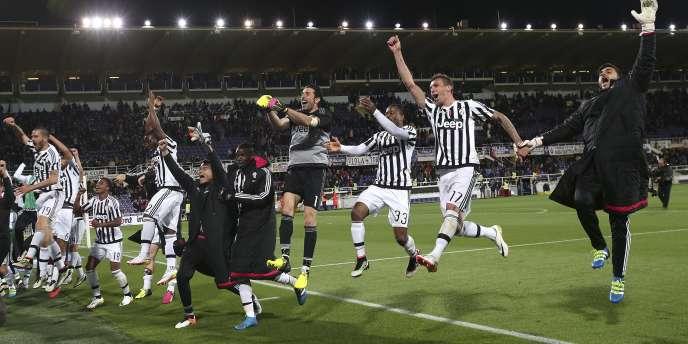 Les joueurs de la Juventus célèbrent leur titre après leur victoire face à la Fiorentina.