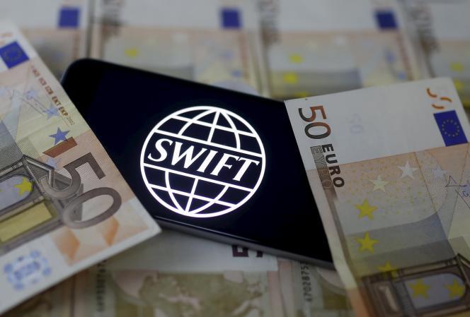 Un logiciel permettant de faire des virements bancaires via le réseau SWIFT (Society for Worldwide Interbank Financial Telecommunication) a pu permettre aux pirates informatiques d'empocher 81millions de dollars.