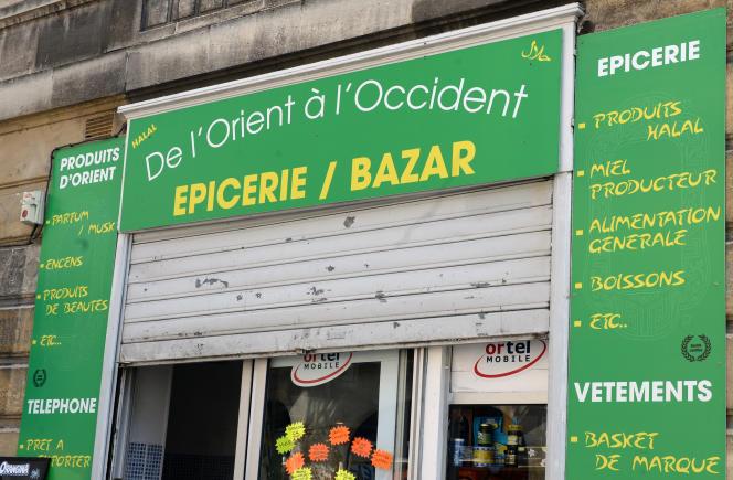 En juin2015, un écriteau a créé la polémique à Bordeaux, bien au-delà du quartier Saint-Michel où était installée l'épicerie-bazar De l'Orient à l'Occident.