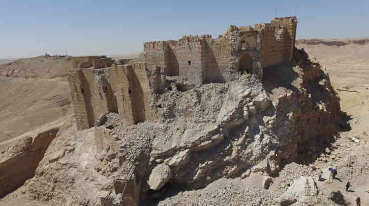 L'état actuel de la citadelle de Palmyre dominant le site antique.