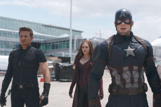 "Jeremy Renner, Elizabeth Olsen, Chris Evans (et Sebastian Stan) dans le film américain d'Anthony et Joe Russo, ""Captain America: Civil War""."