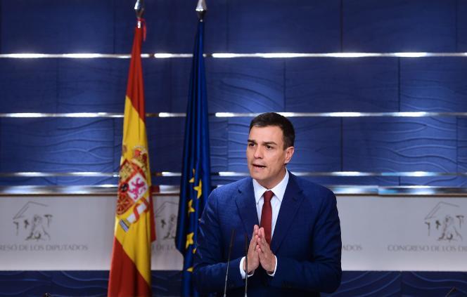 Pedro Sanchez, leader du parti PSOE après sa rencontre avec le roi Felipe d'Espagne à Madrid le 2 avril 2016.
