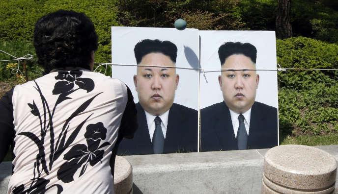 Des portraits de Kim Jong-un à Séoul, le 26 avril 2016.