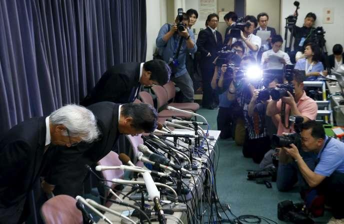 Tetsuro Aikawa, le président-directeur général de Mitsubishi Motors, a présenté des excuses au cours d'une conférence de presse, le 26avril.