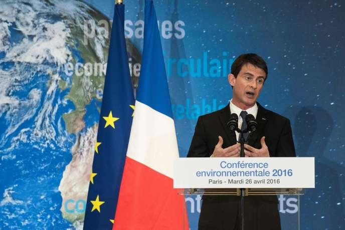 Le premier ministre, Manuel Valls, lors de la conférence de clôture de la quatrième et dernière conférence environnementale du quinquennat de François Hollande, mardi 26 avril 2016 à Paris.