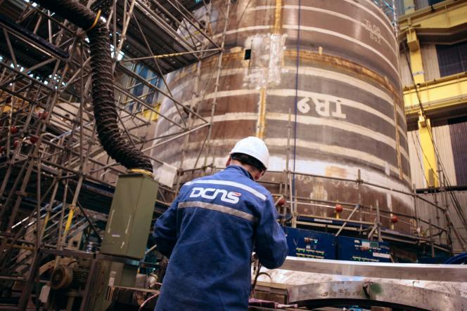 Dans les chantiers navals de DCNS, à Cherbourg (Manche)