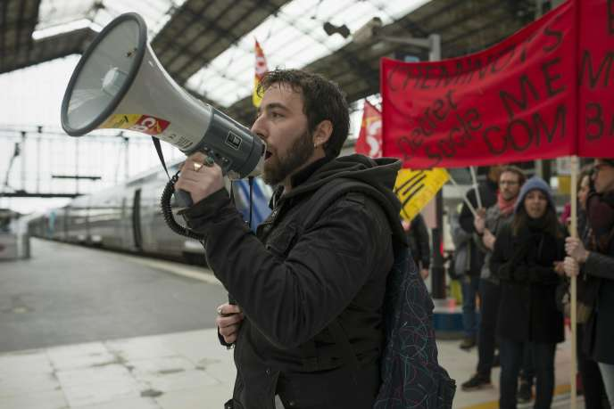 Mouvement de cheminots gare d'Austerlitz à Paris, le 26 avril.