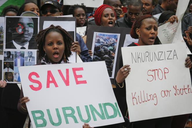 Des ressortissants burundais ont manifesté mardi 26 avril devant le siège de l'ONU à New-York.