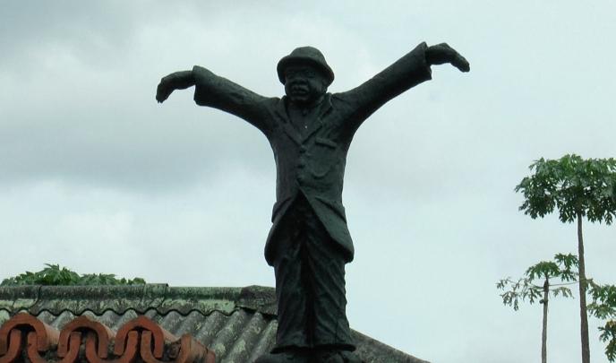 Statue de Papa Wemba, le présentant comme le roi de la sape au quartier Matonge à Kinshasa (RDC).