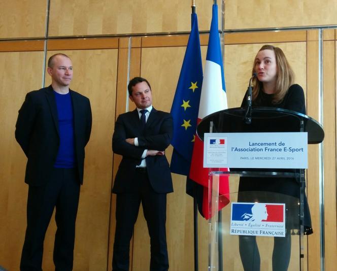 Axelle Lemaire et Matthieu Dallon (à gauche) lors du lancement de l'association France eSports, mercredi 27 avril.