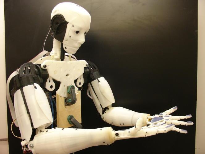 Le robot humanoïde InMoov, entièrement imprimé en 3 D, capable de tâches diversifiées