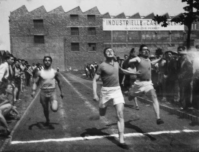 Course en milieu ouvrier au stade de Levallois-Perret, en1936.
