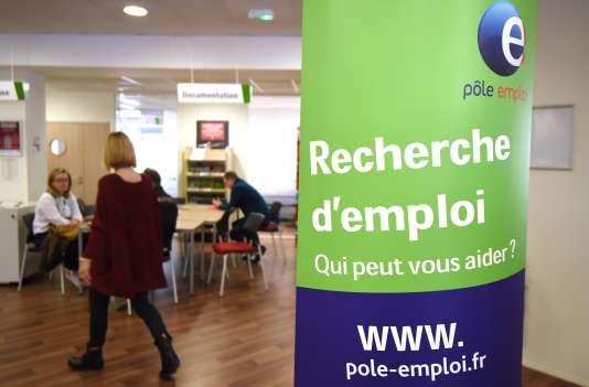 D'après les chiffres d'Eurostat, le taux de chômage des moins de 25 ans a atteint, en novembre 2015, 25,7% dans l'Hexagone, soit une hausse de 1,1 point sur un an.
