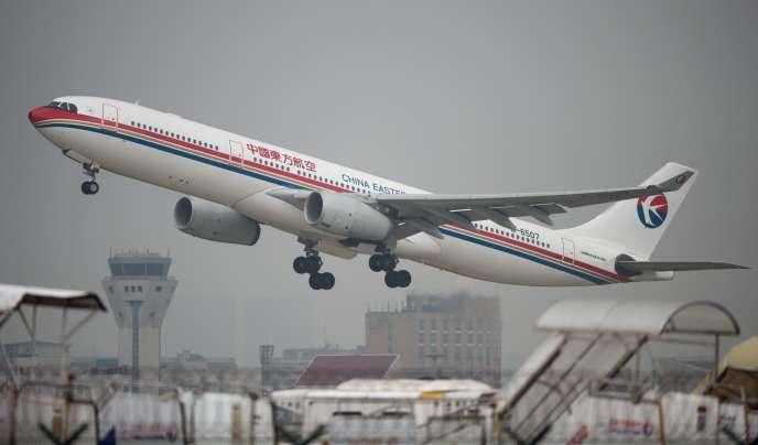 « Si le secteur aérien était un pays, il serait le 7e pays le plus pollueur en termes d'émissions» (Photo: avion au décollage à Shanghaï, en 2014).