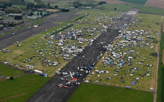 Une vue aérienne du Teknival de Cambrai, en 2015.
