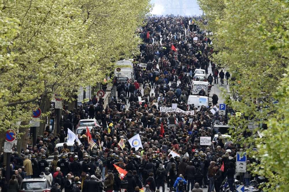 Sur le défilé parisien.