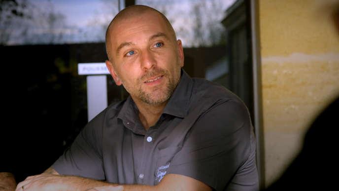Christophe Clerfeuille est devenu éboueur après avoir été chauffeur routier, gérant de bar et buraliste.