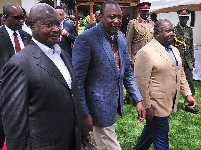 Les présidents ougandais, kényan et gabonais Yoweri Museveni, Uhuru kenyatta et Ali Bongo, lors du Sommet des géants à Nanyuki, le 29 avril 2016, dans le centre du Kenya, contre le braconnage et le commerce de l'ivoire.
