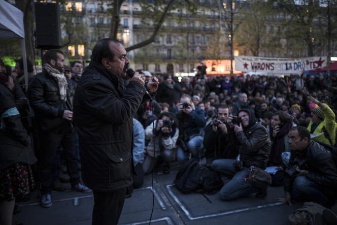 Le secrétaire général de la CGT, Philippe Martinez, prend la parole lors d'une assemblée générale de Nuit debout, le 28 avril sur la place de la République à Paris.