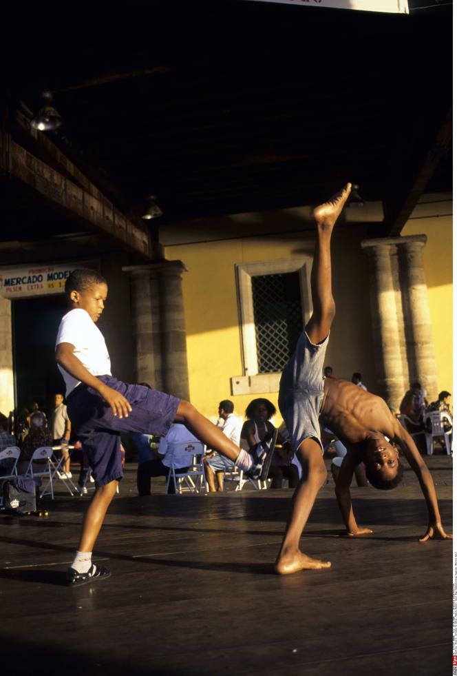 Démonstration de capoeira à Salvador de Bahia, au Brésil.