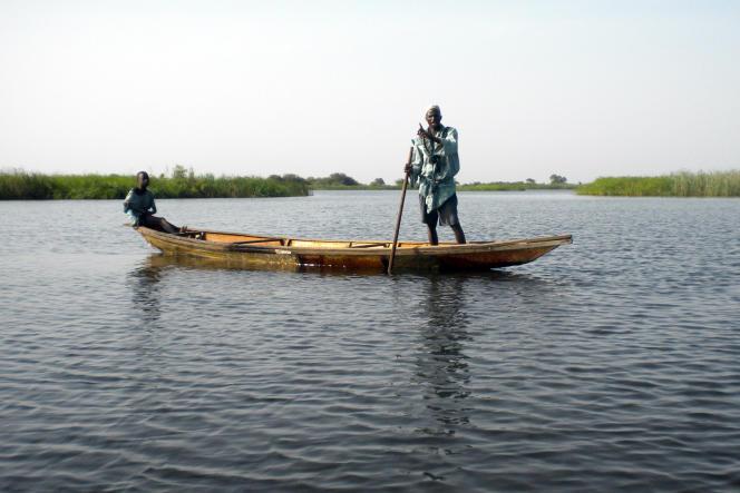 Un pêcheur sur le lac Tchad, non loin de Bol, en 2010.