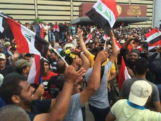 Devant le parlement irakien samedi 30 avril.