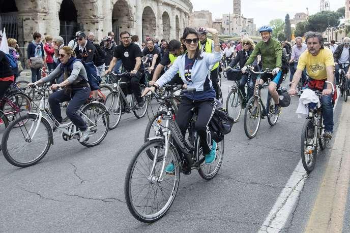 Virginia Raggi, candidate du Mouvement 5 étoiles, à Rome, le 24 avril 2016.