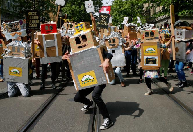 « Le travail des robots est déjà meilleur marché que celui des ouvriers du tiers-monde. Ce dernier se désindustrialise pour cette raison» (Photo: manifestation à Zurich, en Suisse).
