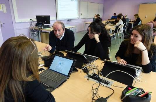 Dans un lycée de Metz, en avril 2016. AFP / JEAN-CHRISTOPHE VERHAEGEN