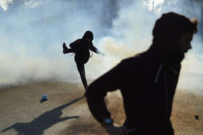 Affrontements entre la police et les manifestants lors de la manifestation de 1er Mai 2016 à Paris.